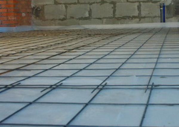 Укладка металлической армирующей сетки