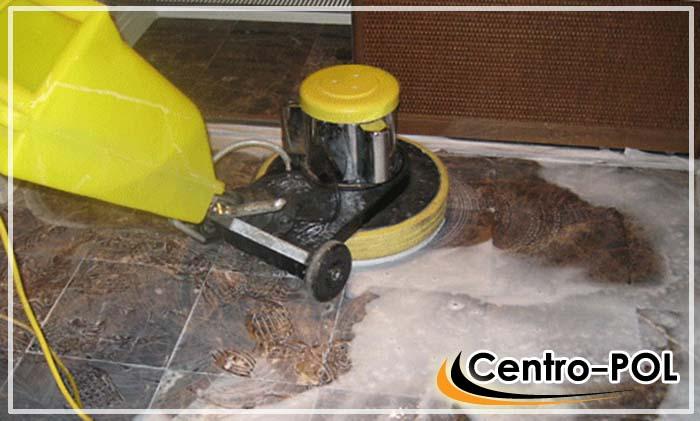Механическая очистка каменного покрытия