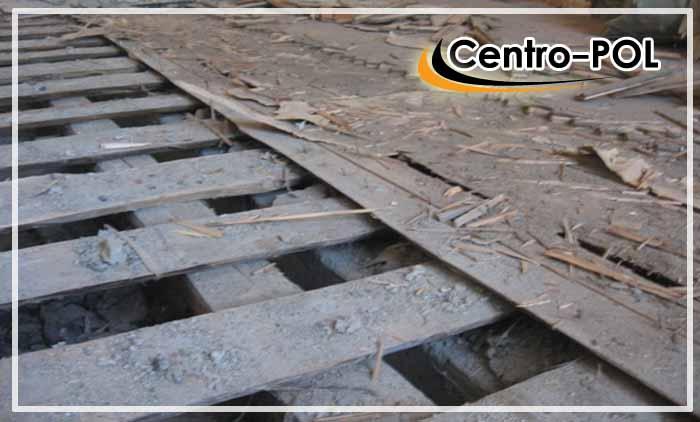 Демонтаж старого деревянного покрытия