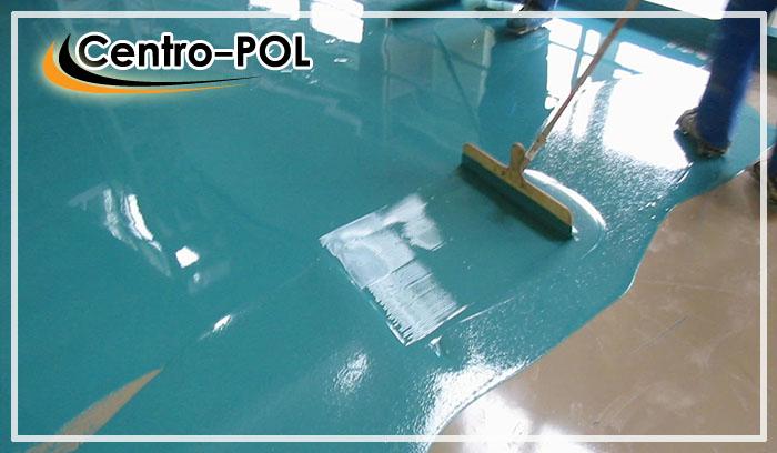 Укладка полимерного пола раклей