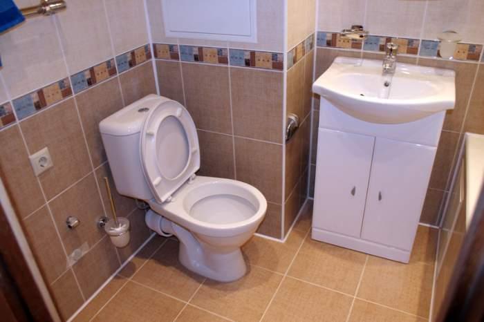 как положить плитку на пол в туалете своими руками