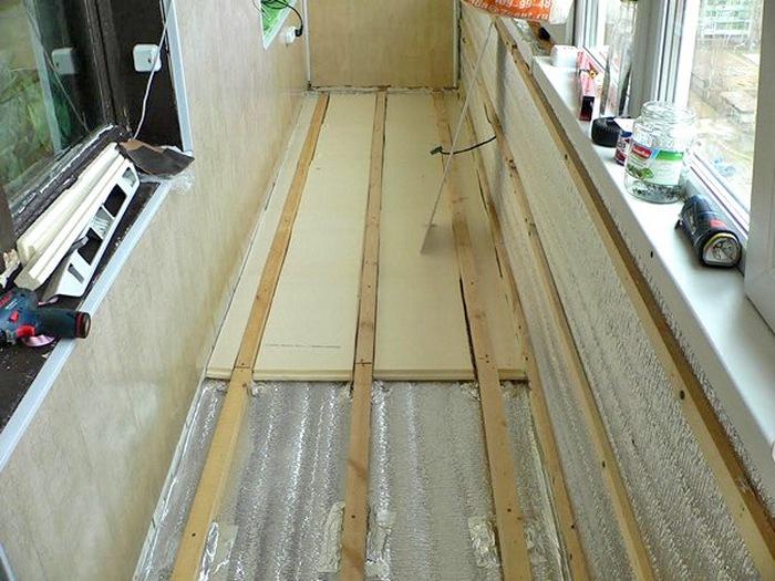 отделка пола на балконе