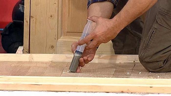 заливка цементного состава в деревянный пол