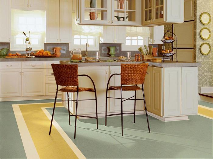 комбинированный пол на кухне плитка и ламинат