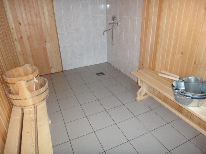 Плитка в бане на полу