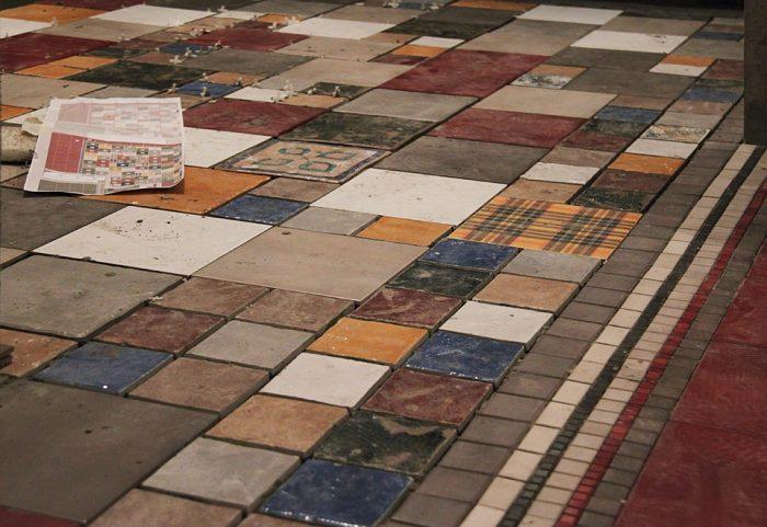плитка разного цвета и размера на кухне