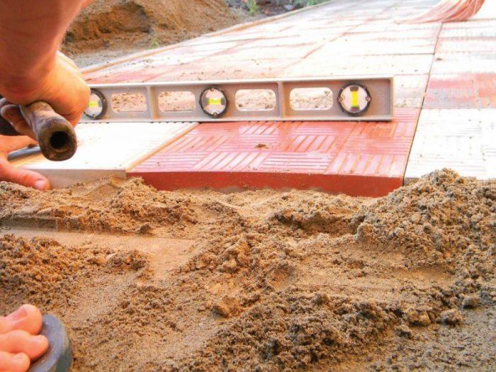 монтаж покрытия на песчаное основание