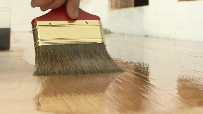 покрытие маслом массивной доски