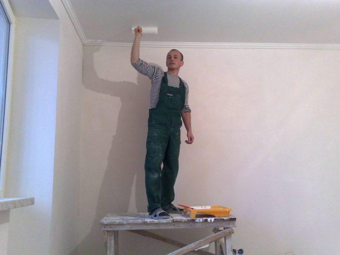 побелить потолок