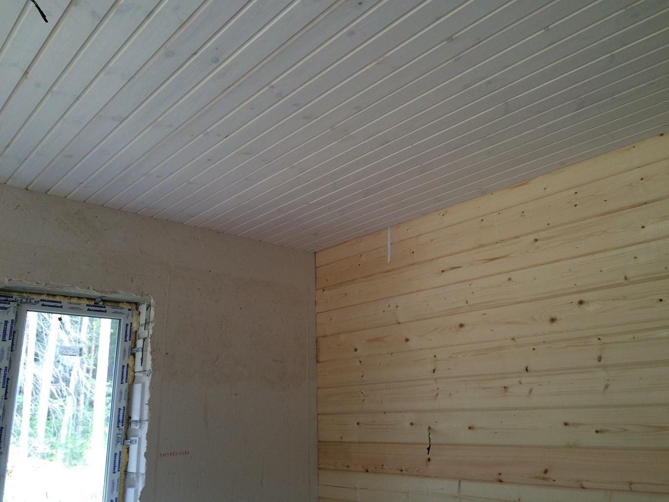 Чем красить деревянный потолок