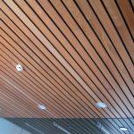 обшивка потолка рейкой