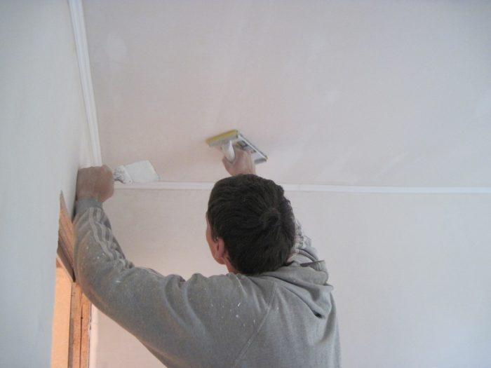 выравнивание потолка под покраску