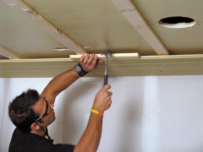 ремонт вагонки на потолке