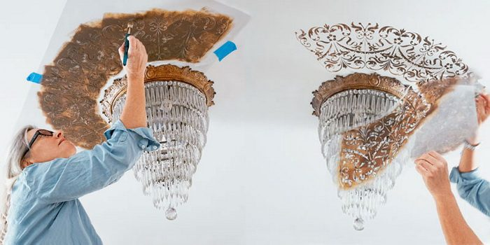 рисование на потолке трафаретом