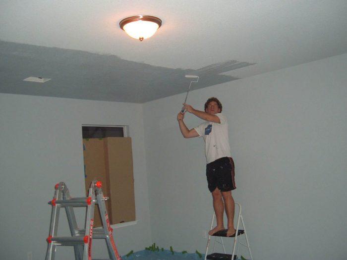 поокраска потолка