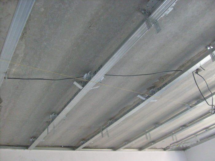 монтаж каркаса потолка