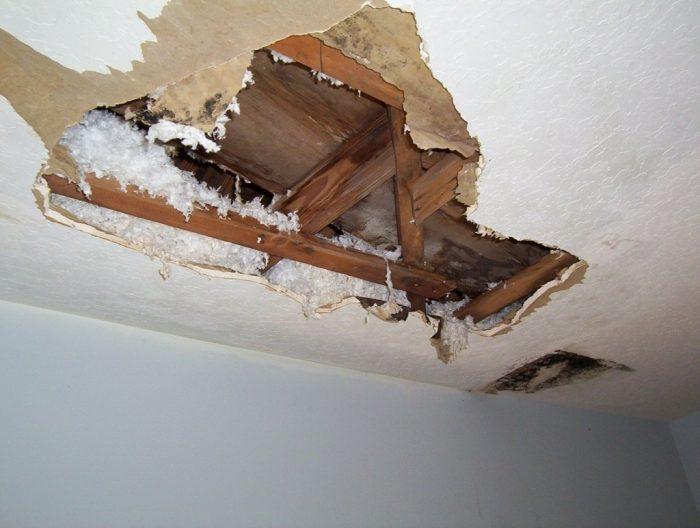 дырка на потолке