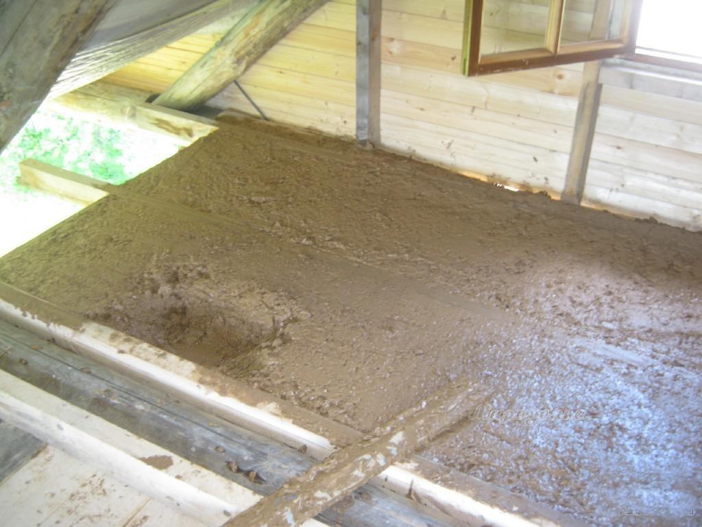 Заливка потолка глиной с опилками