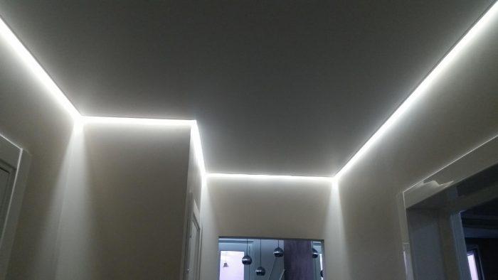 подсветка потолка багетом