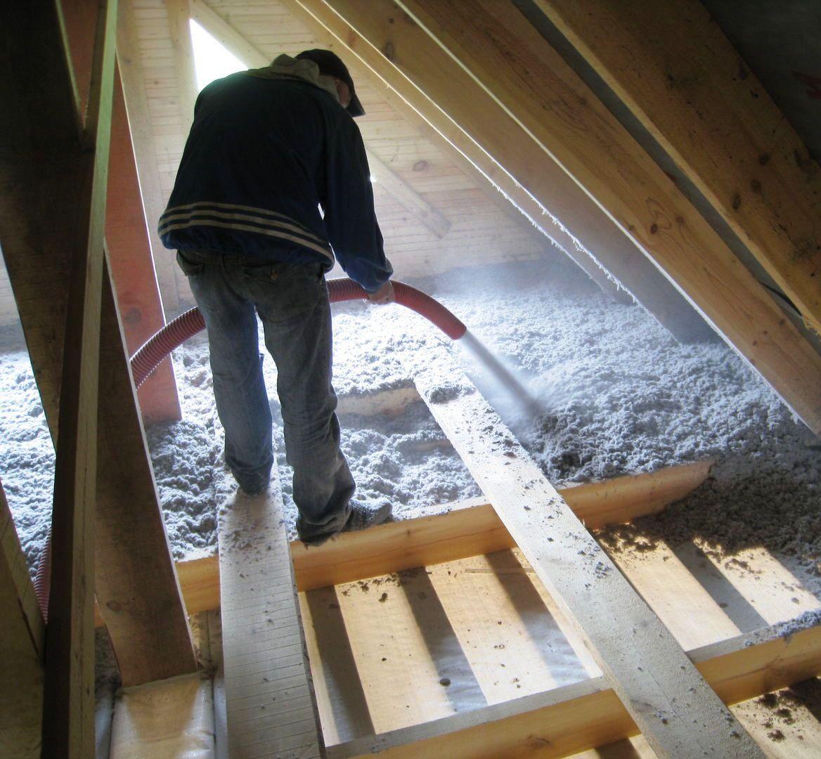 Как утеплять потолок в доме эковатой