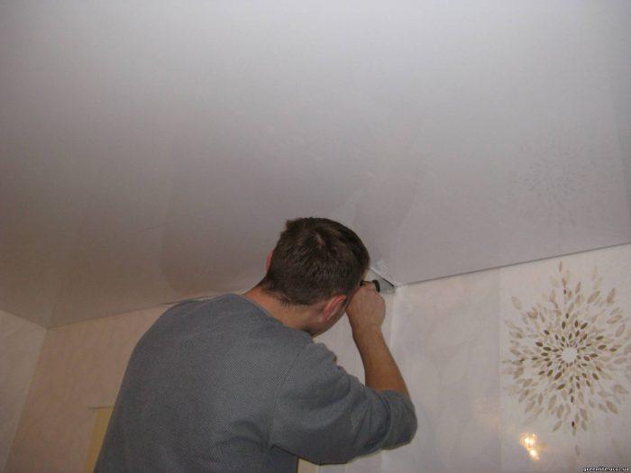 демонтаж потолочной галтели