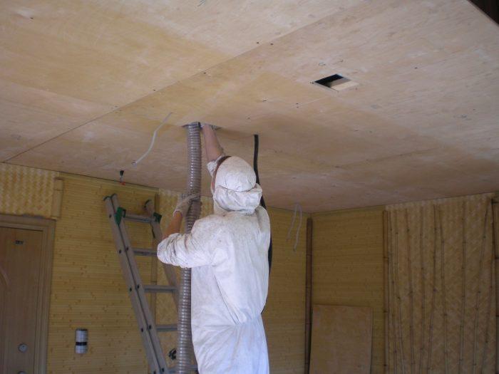 монтаж утеплителя на потолок