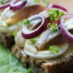 бутерброды яйца и селедка
