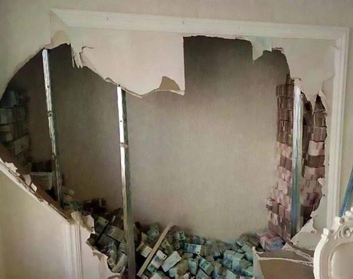 прятать деньги в стене