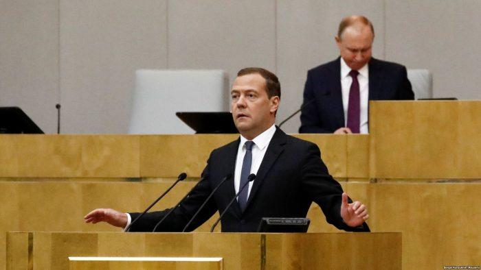 Медведев изменяет правила индексации пенсий