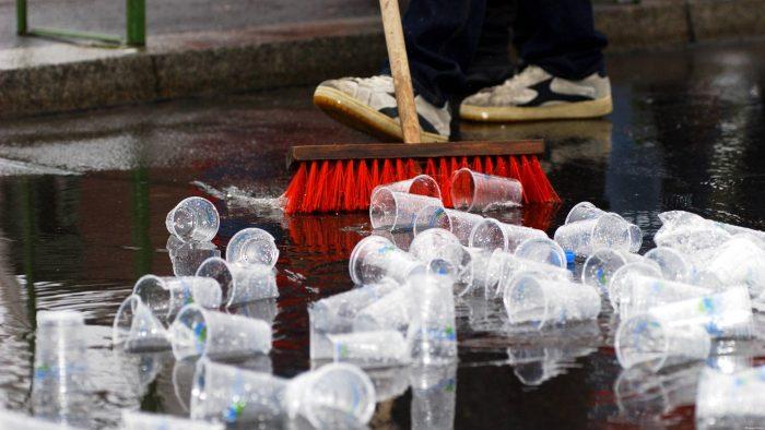 Экономные люди делают с мусором