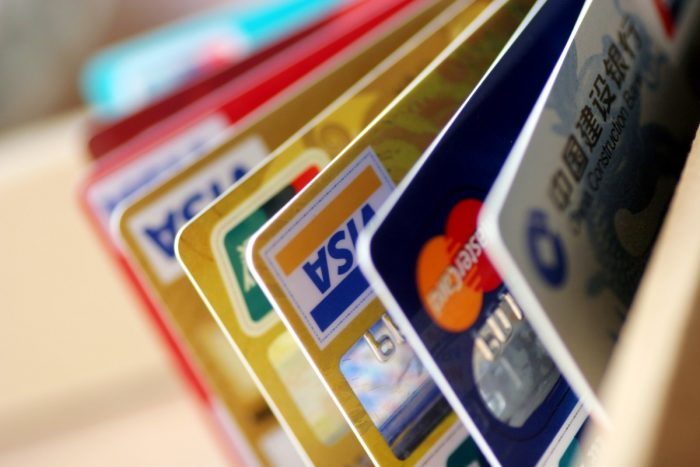 За эти платежи блокируют банковские карты