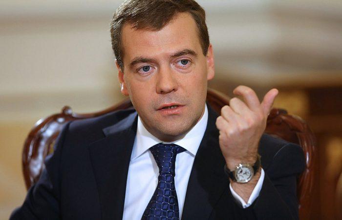 Медведев рассказал, как в РФ будут бороться с бедностью