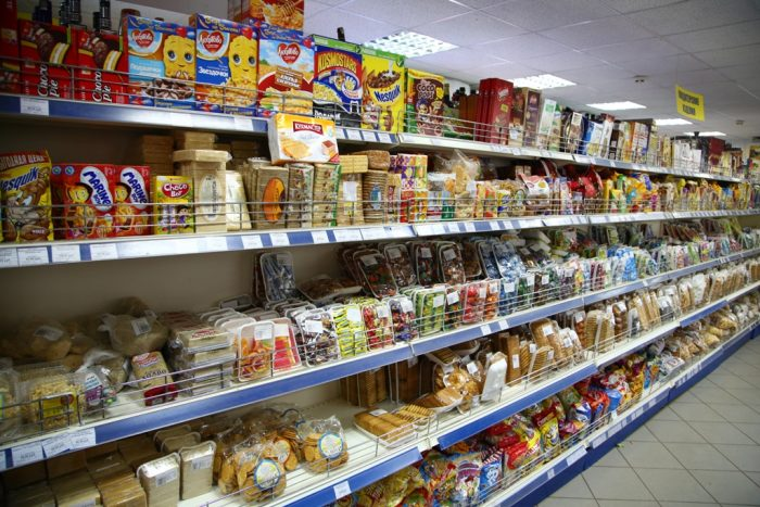 Почему магазины постоянно меняют товары на полках