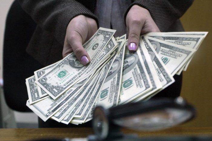 Как у россиян будут изымать доллары?