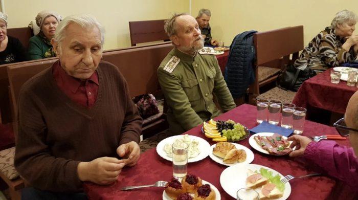 Бесплатные обеды для пенсионеров