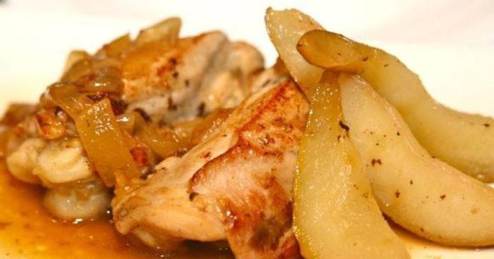 Запеченная курица с грушами