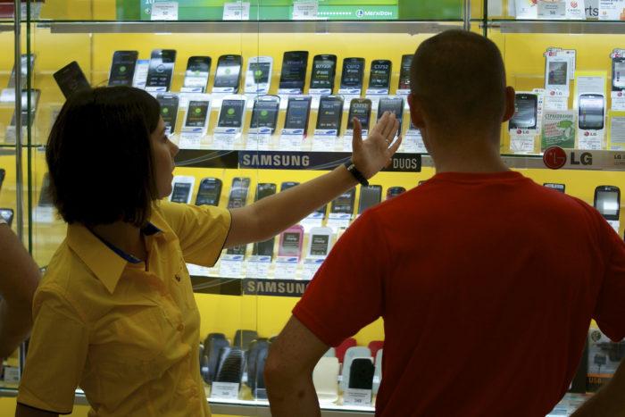 Как обманывают в салонах сотовой связи?