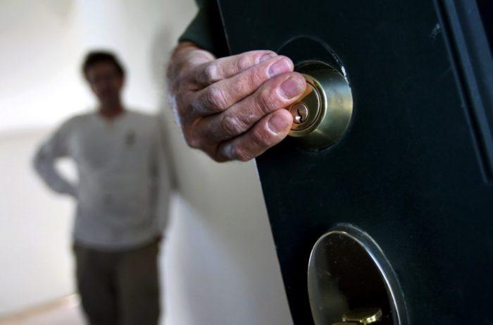 Какого человека нельзя выселить из квартиры, даже если у него нет регистрации