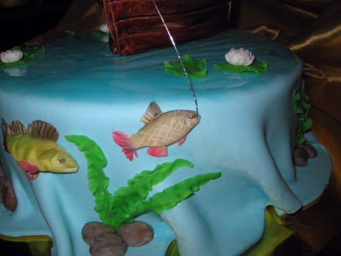 вариант украшения торта на день рыбака