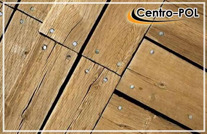 в деревянном полу появляются щели