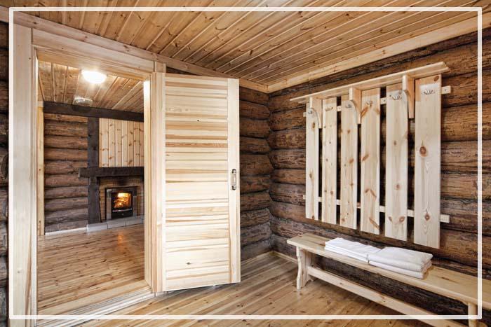 пол в деревянной бане в помывочной