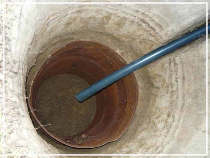 слив деревянном полу бани
