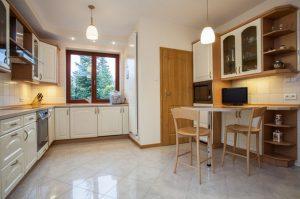 полы на кухне современные