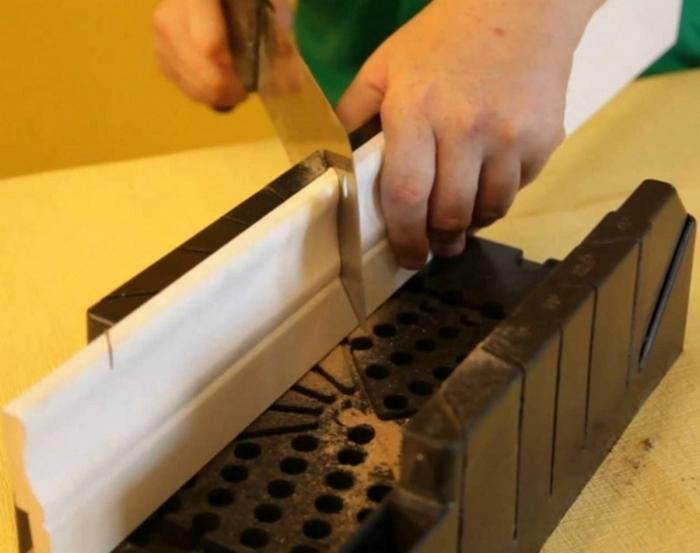 установка полиуретанового плинтуса для пола монтаж цена