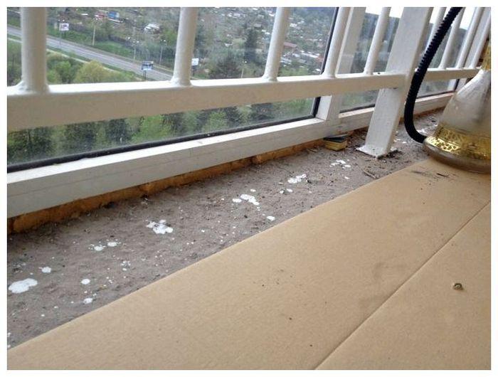 как выровнять пол на балконе видео