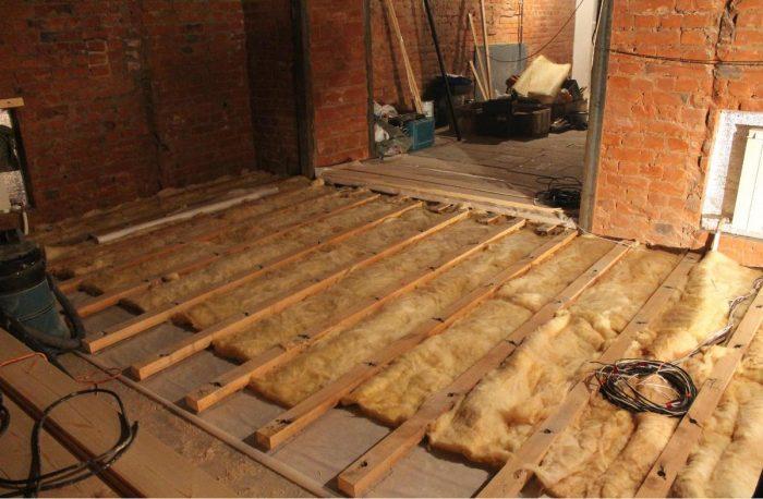 укладка деревянного пола на бетонную основу
