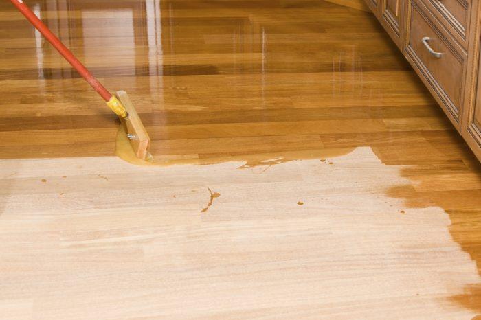 лаки для обработки деревянной поверхности